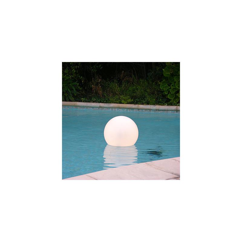 lampe de piscine acquaglobo slide design blanc diam tre 30 cm cerise sur la deco. Black Bedroom Furniture Sets. Home Design Ideas