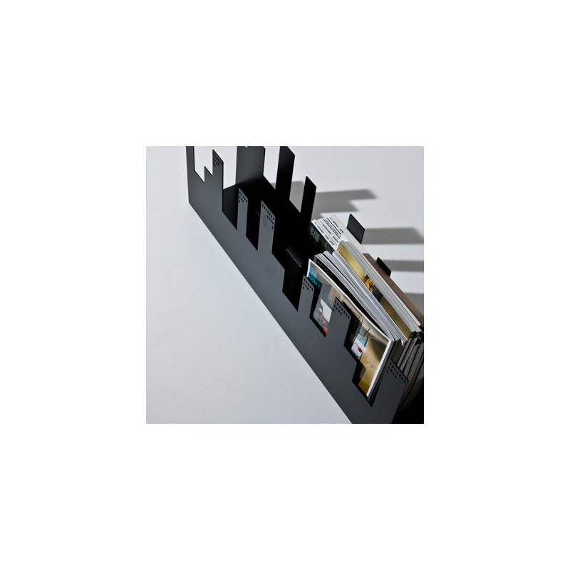 belleville porte revue design diamantini domeniconi noir cerise sur la deco. Black Bedroom Furniture Sets. Home Design Ideas