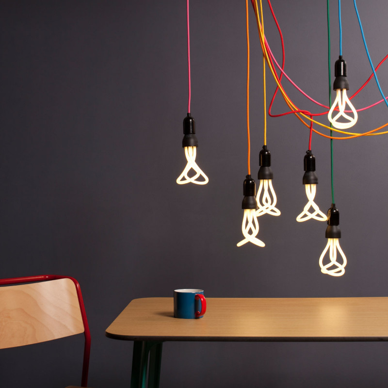 Suspension design douille plumen noir cerise sur la deco for Suspension design noir