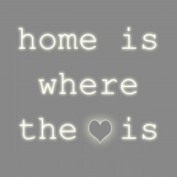 "Home is where the ""love"" is, phrase néon, Seletti blanc"
