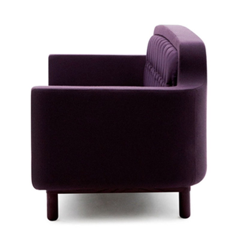 grand canap 3 places onkel normann copenhagen violet aubergine cerise sur la deco. Black Bedroom Furniture Sets. Home Design Ideas