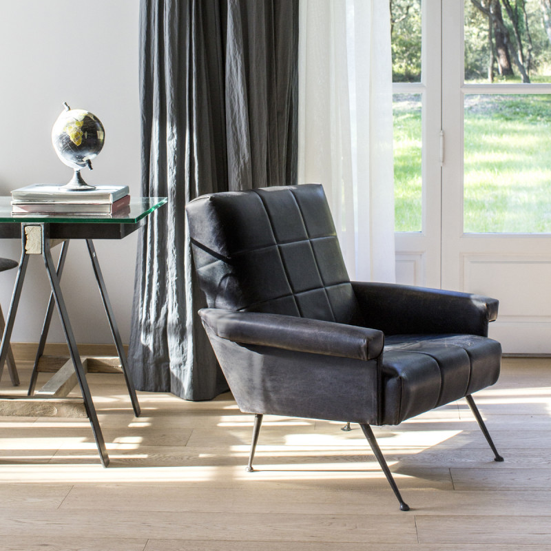 fauteuil ann e 60 fabio cuir hanjel noir cerise sur la deco. Black Bedroom Furniture Sets. Home Design Ideas