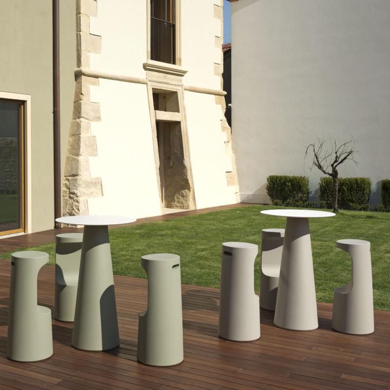 mange debout design fura rond plust collection base sable plateau noir cerise sur la deco. Black Bedroom Furniture Sets. Home Design Ideas