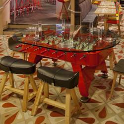 Table à manger baby foot ovale, RS Barcelona rouge Hauteur 76 cm