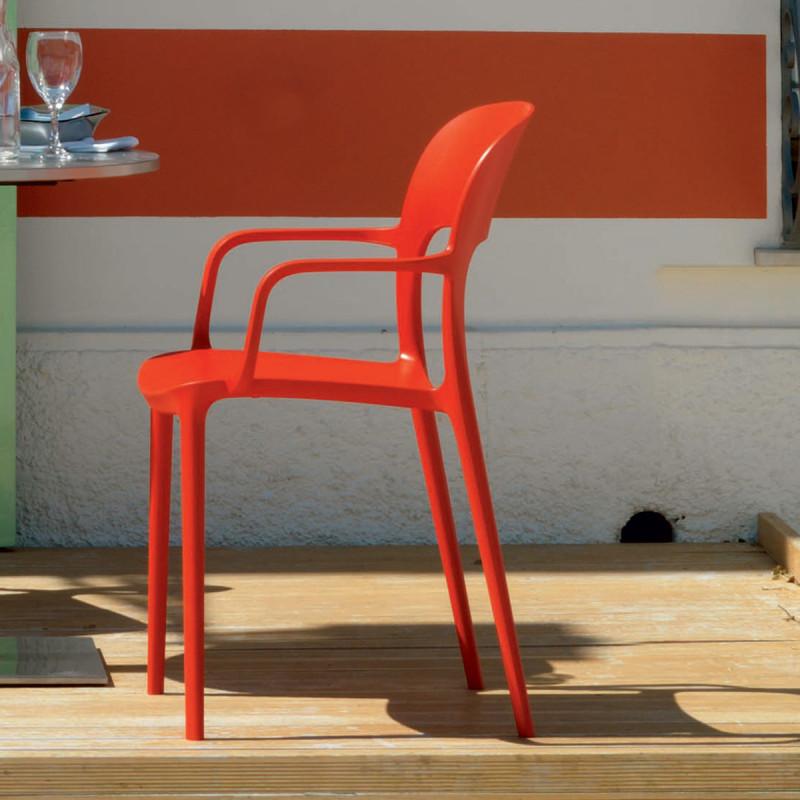 chaise gipsy avec accoudoirs rouge cerise sur la deco. Black Bedroom Furniture Sets. Home Design Ideas