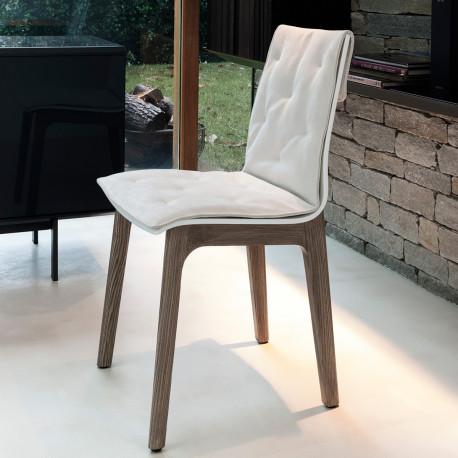 Chaise Prima pieds en bois avec coussin blanc