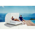 Lit de jardin design Vela Daybed avec parasol, coussin Silvertex blanc, Vondom