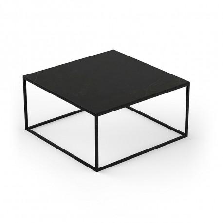 Table basse contemporaine Pixel 80x80xH25cm, Vondom, Dekton Kelya noir et pieds noirs