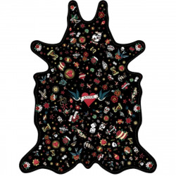 Tapis Tatouage Love fond noir, vinyle forme peau de bête, 126x159cm, collection Tattoo Compris, Pôdevache