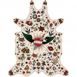 Tapis Tatouage Love fond blanc M, vinyle forme peau de bête, 90x113cm, collection Tattoo Compris, Pôdevache