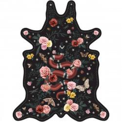 Tapis Serpent fond noir M, vinyle forme peau de bête, 90x113cm, collection Tattoo Compris, Pôdevache